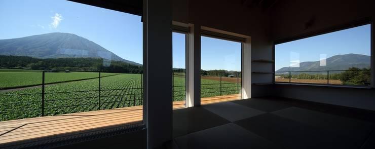 羊蹄山ファームハウス: 株式会社 遠藤建築アトリエが手掛けた窓です。