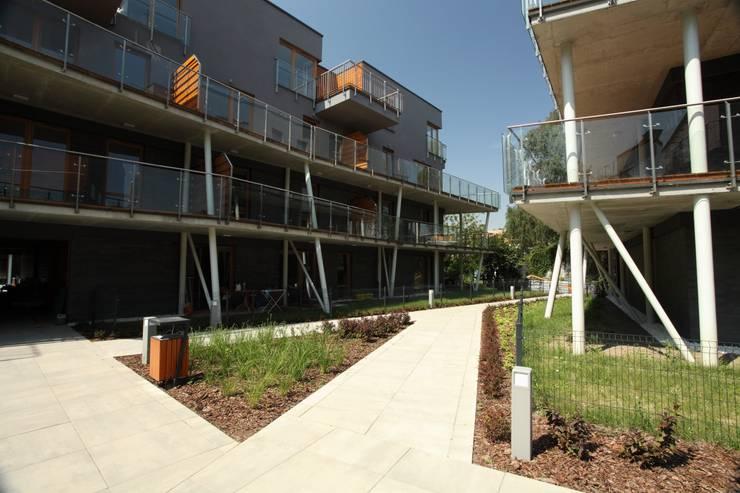 osiedle mieszkaniowe Marina, ul Krzyżówki, Warszawa- realizacja: styl , w kategorii Domowe biuro i gabinet zaprojektowany przez Marek Rytych