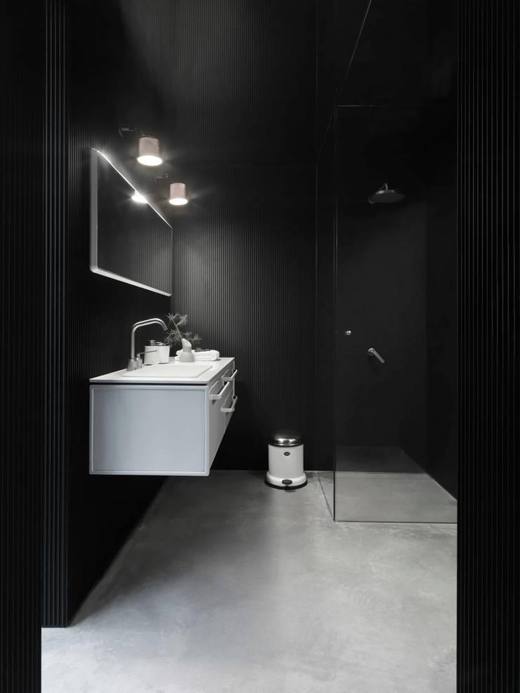 Vipp bathroom:  Bathroom by Vipp