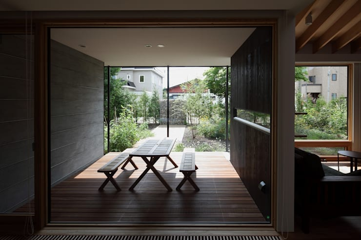 真駒内土間のある家: 株式会社 遠藤建築アトリエが手掛けたダイニングです。