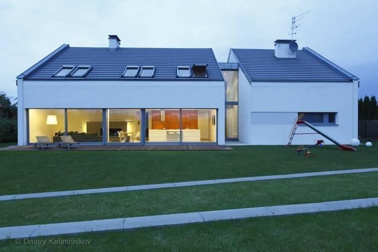 DOM JEDNORODZINNY LUS_1: styl minimalistyczne, w kategorii Domy zaprojektowany przez PL.architekci