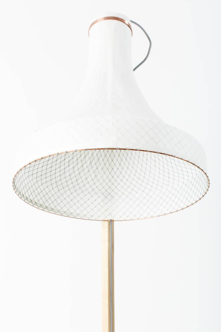 Meshmatics Floorlamp:  Woonkamer door Atelier Rick Tegelaar