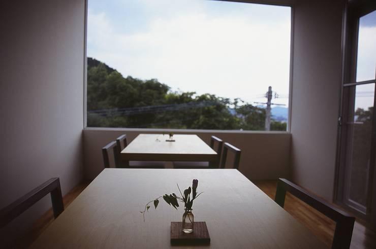 FIX窓.: 宮城雅子建築設計事務所 miyagi masako architect design office , kodomocafe が手掛けた商業空間です。,ミニマル