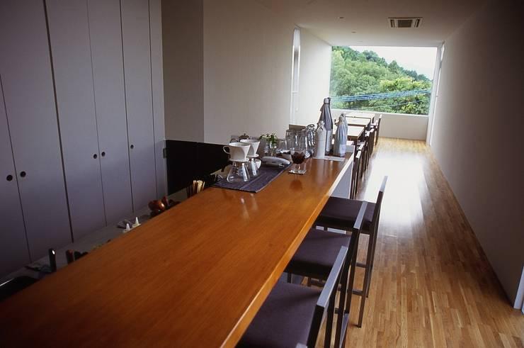 喫茶 陶花の長さ.: 宮城雅子建築設計事務所 miyagi masako architect design office , kodomocafe が手掛けた商業空間です。
