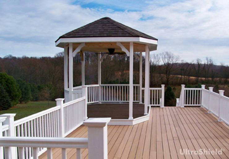 UltraShield®: Balcone, Veranda & Terrazzo in stile  di Déco