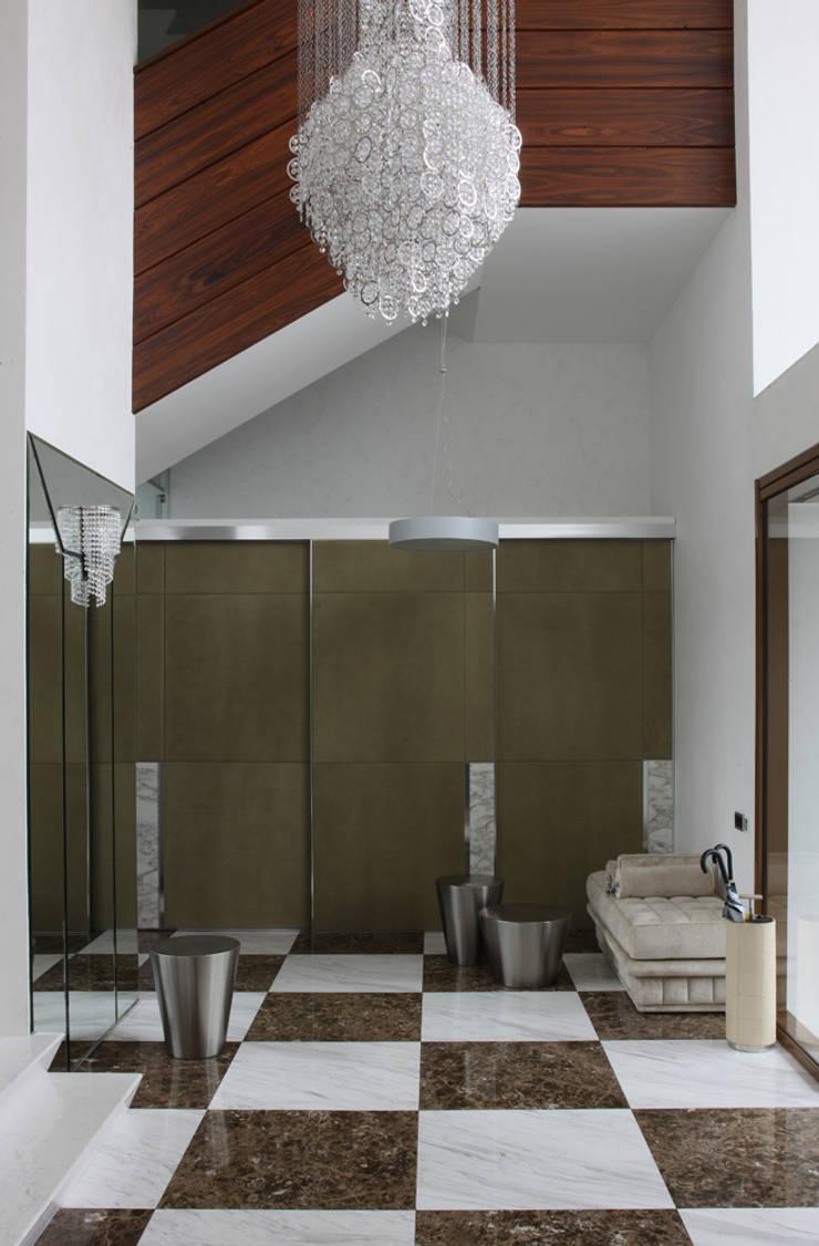 Ingresso, Corridoio & Scale in stile eclettico di Henry Bloom Eclettico