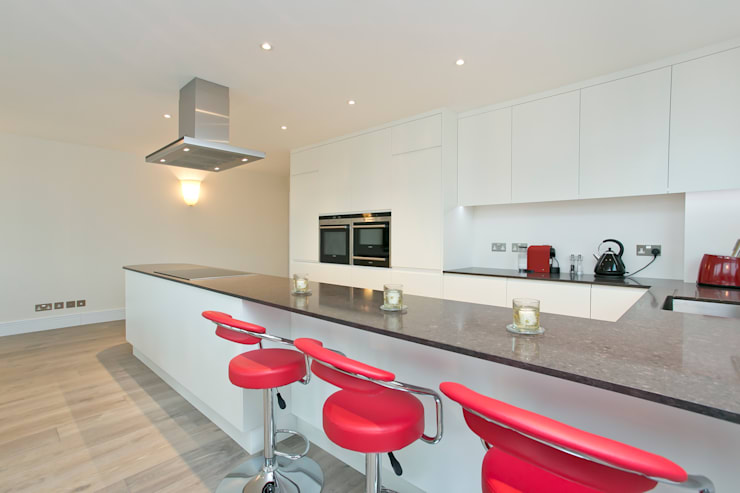 Cocinas de estilo moderno por Temza design and build