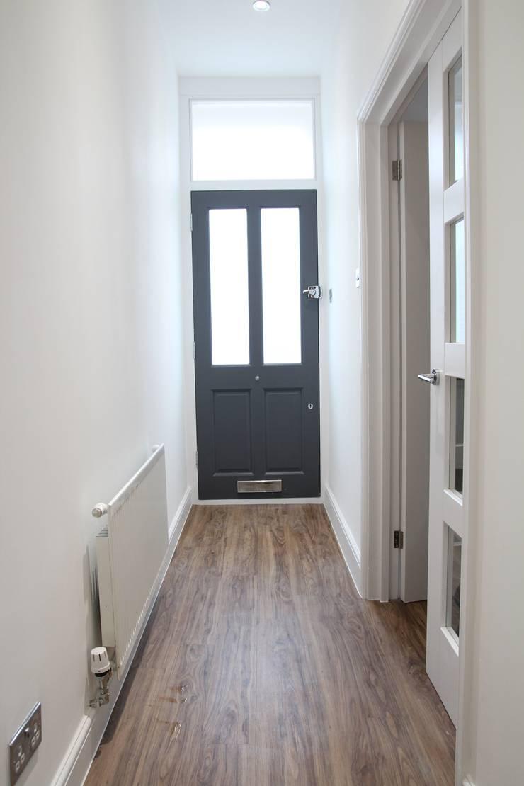 Entrance:  Corridor & hallway by Bolans Architects