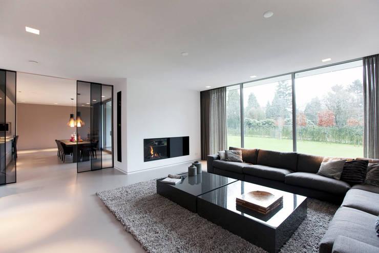 Villa Gelderland:  Woonkamer door studio KAP+BERK