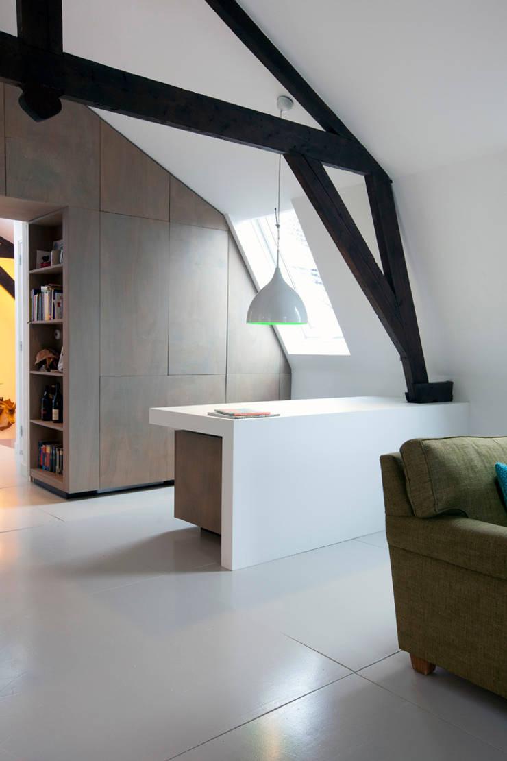 Appartement in Utrecht : minimalistische Studeerkamer/kantoor door studio KAP+BERK