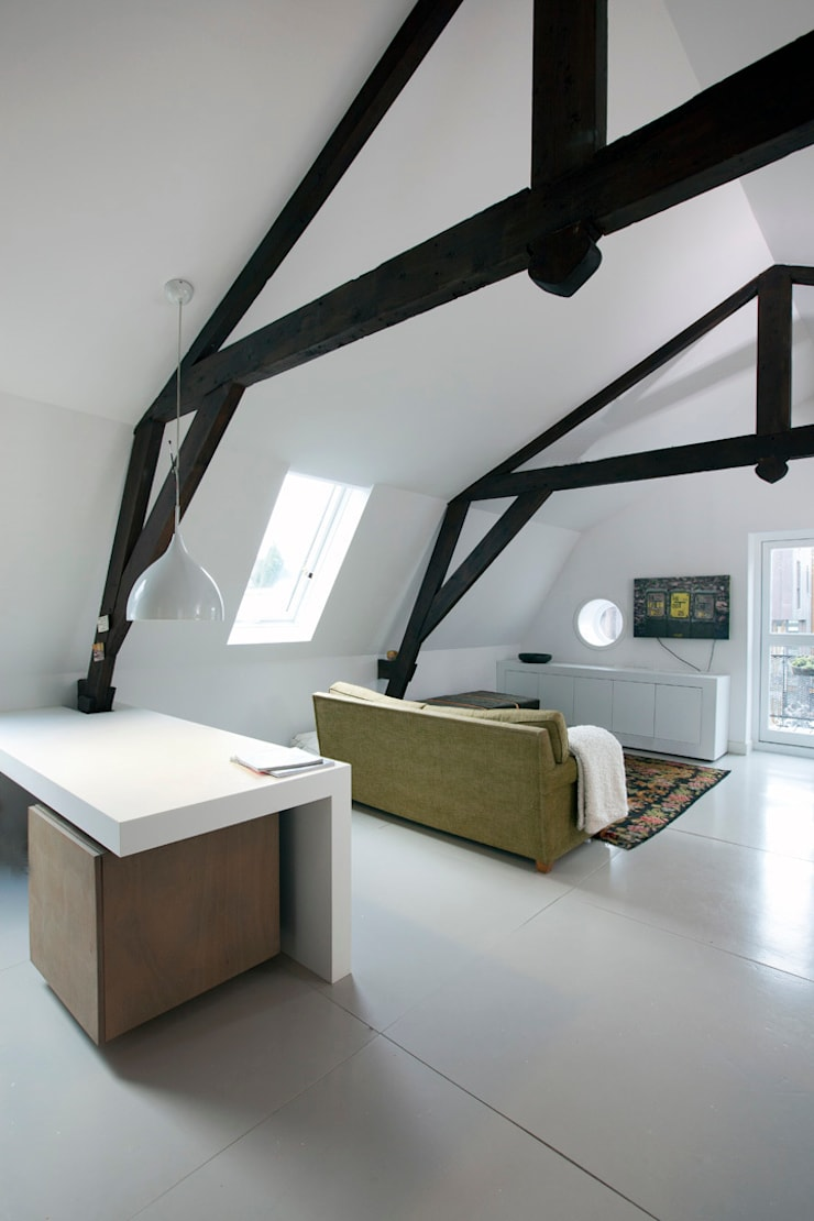 Appartement in Utrecht : minimalistische Woonkamer door studio KAP+BERK