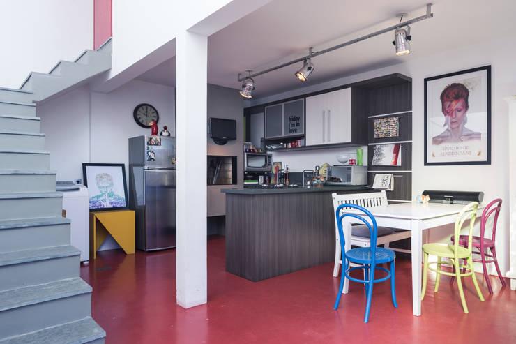 Cozinha e jantar : Cozinhas ecléticas por Blacher Arquitetura