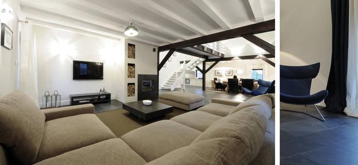 Salon w domu nad jeziorem w Miłomłynie : styl , w kategorii Salon zaprojektowany przez Paszkiewicz Design