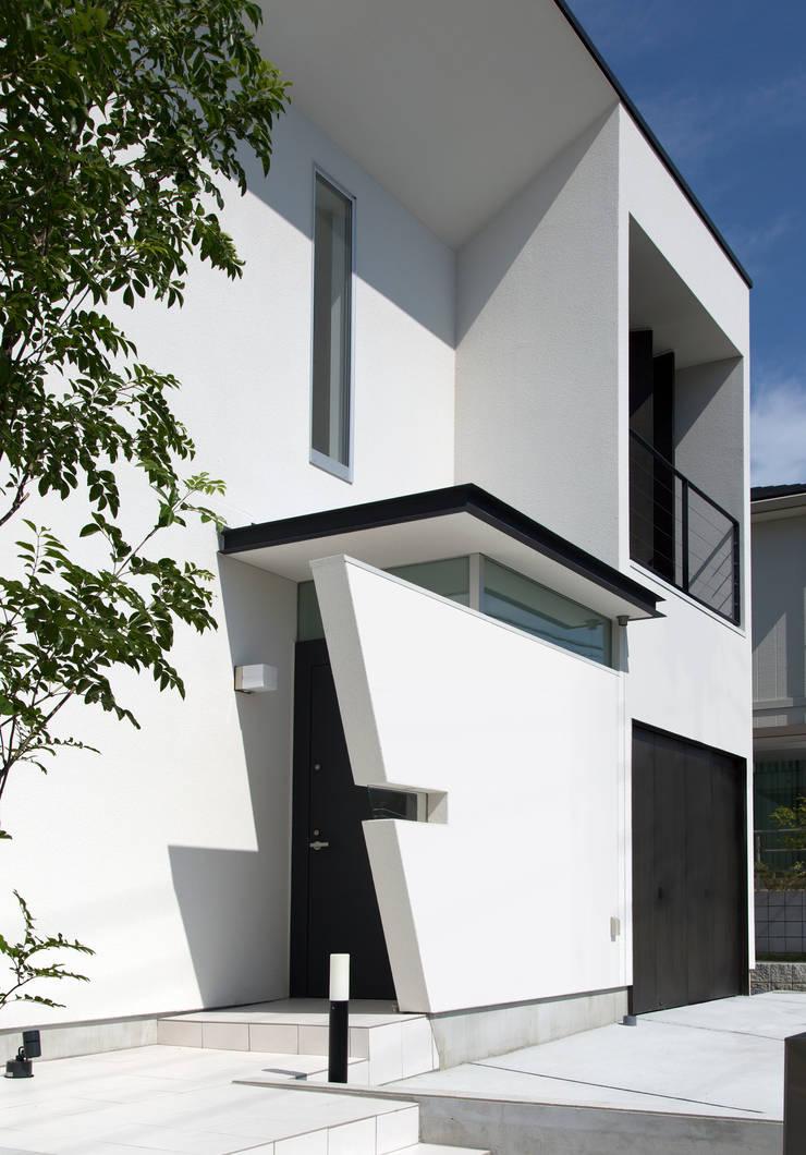 日中のアプローチ: スタジオクランツォ一級建築士事務所が手掛けたです。