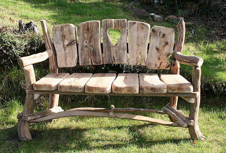 Driftwood Garden Bench: Garden by Julia's Driftwood - Driftwood Garden & Patio Furniture By Julia's Driftwood Homify