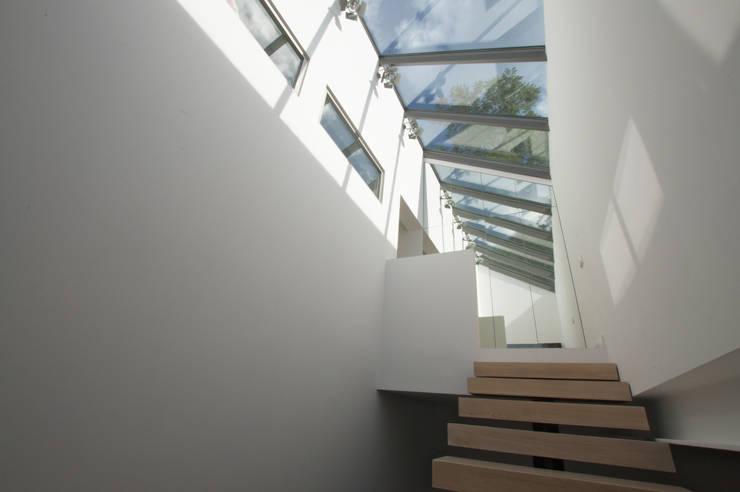 Dom pod Poznaniem: styl , w kategorii Korytarz, przedpokój zaprojektowany przez Neostudio Architekci
