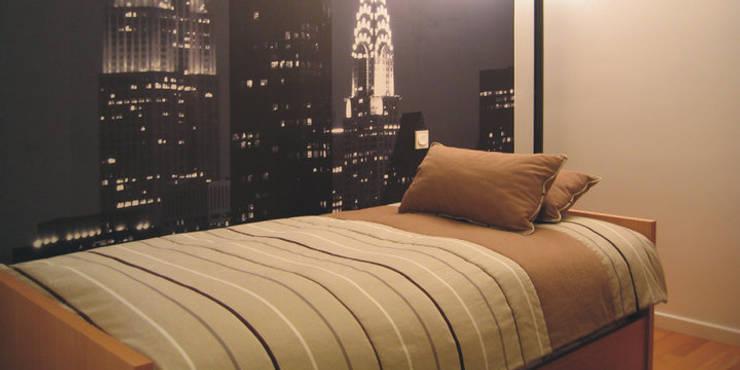 Modern style bedroom by Traço Magenta - Design de Interiores Modern