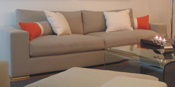 Wohnzimmer von Traço Magenta - Design de Interiores