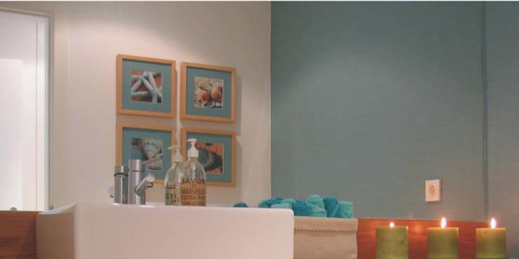 Badezimmer von Traço Magenta - Design de Interiores