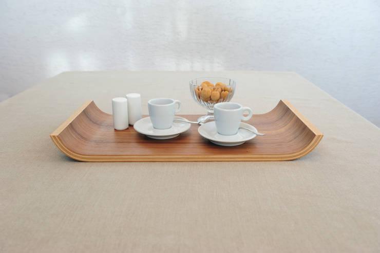 Holztablett Gebogen Groß: moderne Küche von Klaus Maier Schreinerei