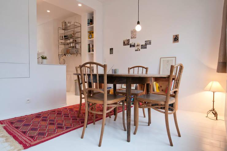 TUL74: Salle à manger de style  par phdvarvhitecture
