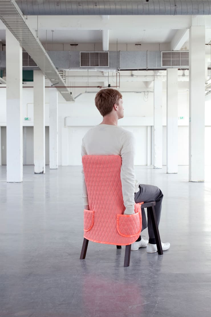 Pique Pocket - from the CHAIR WEAR Collection:  Woonkamer door Bernotat&Co