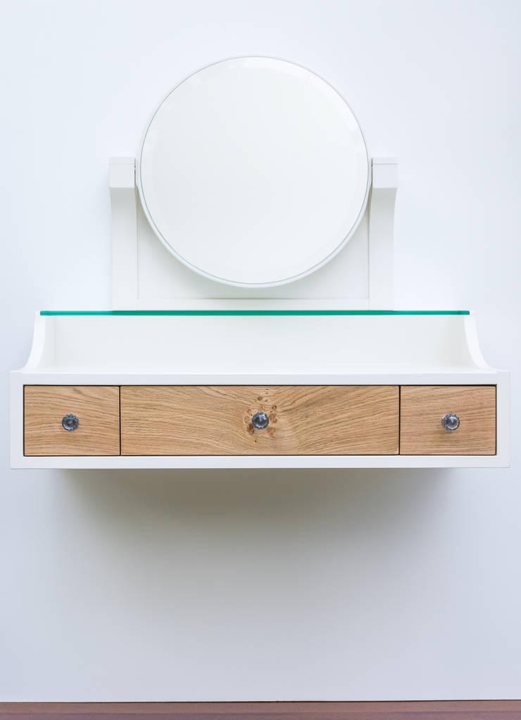 """Toaletka """"Powitanie"""": styl , w kategorii Sypialnia zaprojektowany przez Meble Autorskie Jurkowski"""