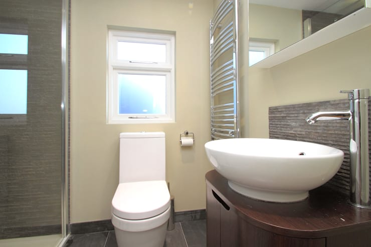 l-shaped dormer loft conversion balham:  Bathroom by nuspace