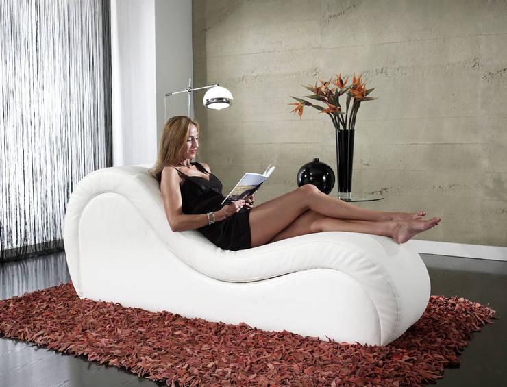 Divan TANTRA Venus con modelo: Salones de estilo  de Divan TANTRA