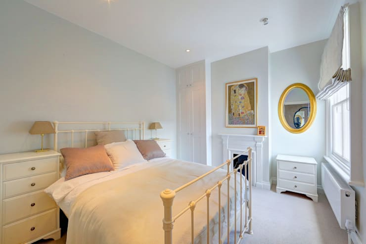 ​rear mansard and roof terrace fulham:  Bedroom by nuspace