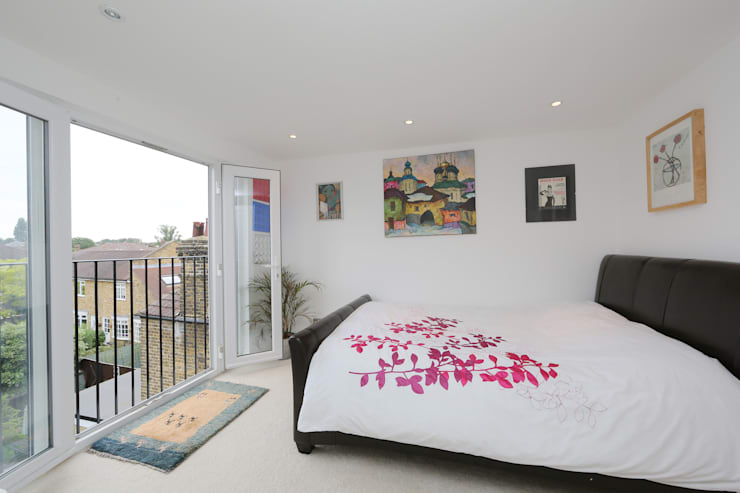 ​hip to gable loft conversion wimbledon:  Bedroom by nuspace