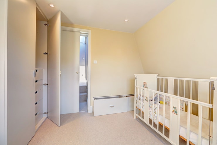 ​l-shaped dormer loft conversion wandsworth:  Bedroom by nuspace