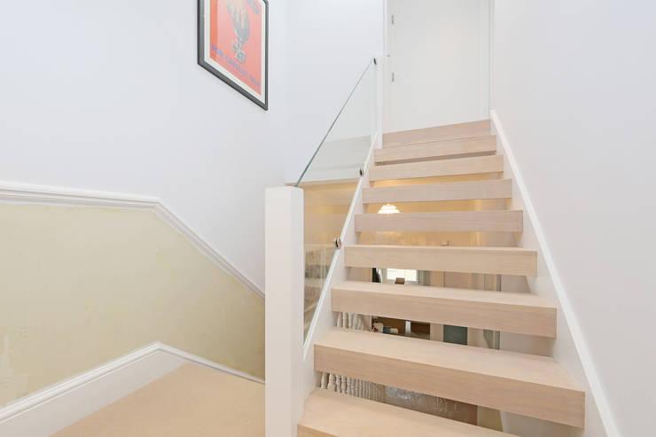 mansard loft conversion wandsworth:  Corridor & hallway by nuspace