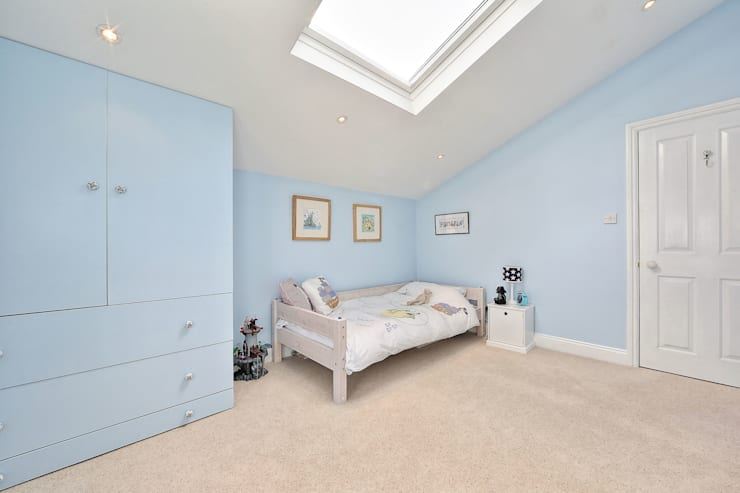 loft conversion with full back addition:  Bedroom by nuspace