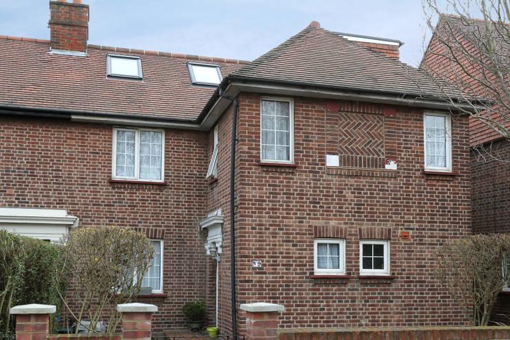 l-shaped dormer loft conversion richmond:  Houses by nuspace