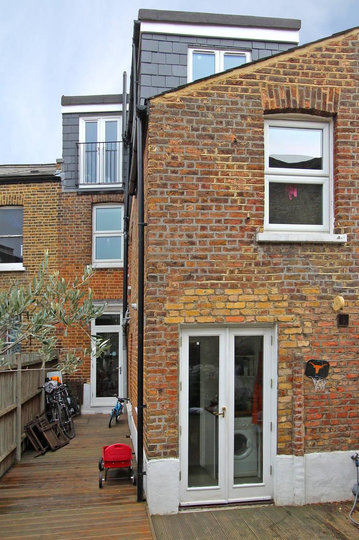 l-shaped dormer loft conversion clapham:  Houses by nuspace