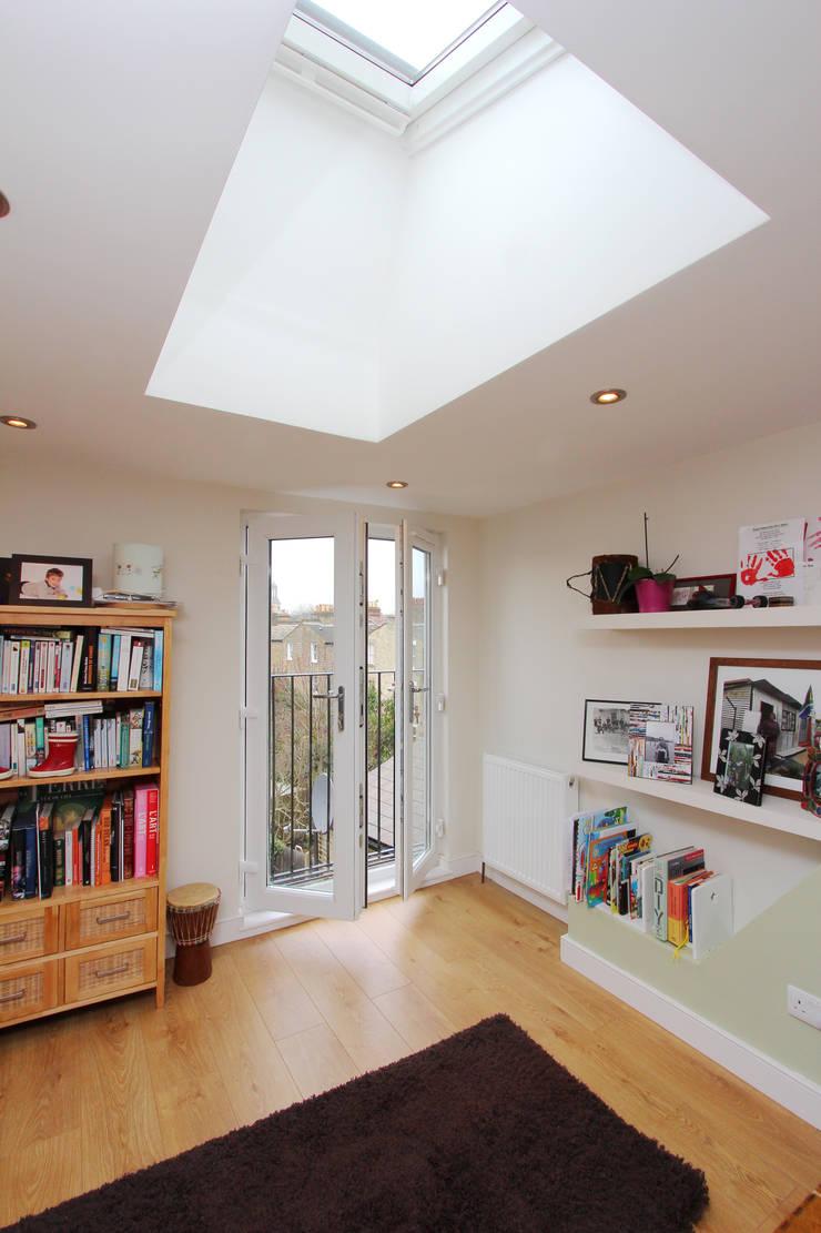 l-shaped dormer loft conversion clapham:  Study/office by nuspace
