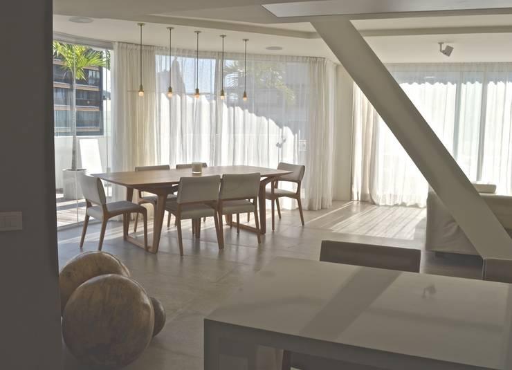 Jantar: Salas de jantar  por House in Rio