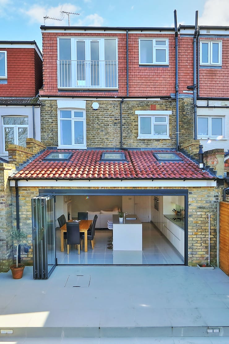 kitchen rear extension ealing with pitched roof:  Houses by nuspace
