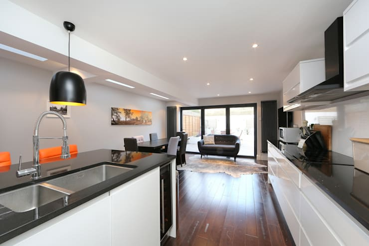 ​kitchen side return extension balham with flat roof and sky lights: modern Kitchen by nuspace