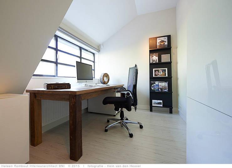 transformatie naar  een ingetogen luxe villa te Heiloo:  Studeerkamer/kantoor door Heleen Rombout interieurarchitect BNI