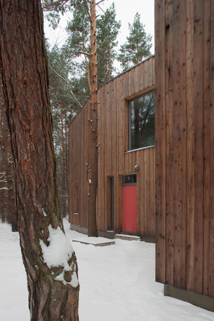 Dom w Józefowie: styl , w kategorii Domy zaprojektowany przez ANONIMOWI ARCHITEKCI