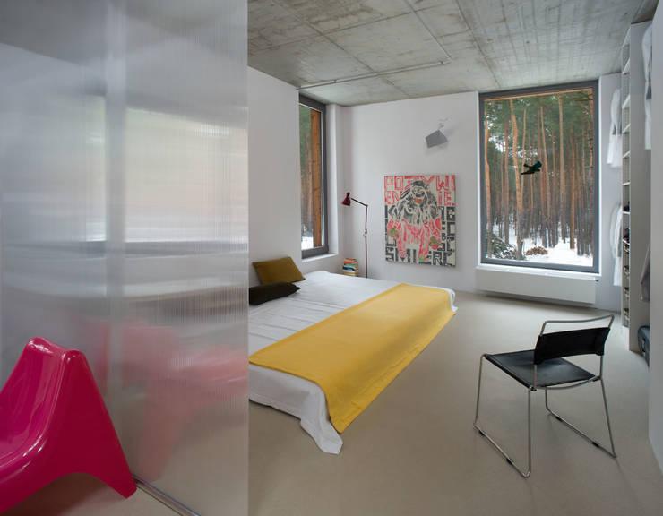 minimalistic Bedroom by ANONIMOWI ARCHITEKCI