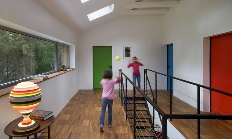Dom w Czarnowie k/Konstancina: styl , w kategorii Korytarz, przedpokój zaprojektowany przez ANONIMOWI ARCHITEKCI