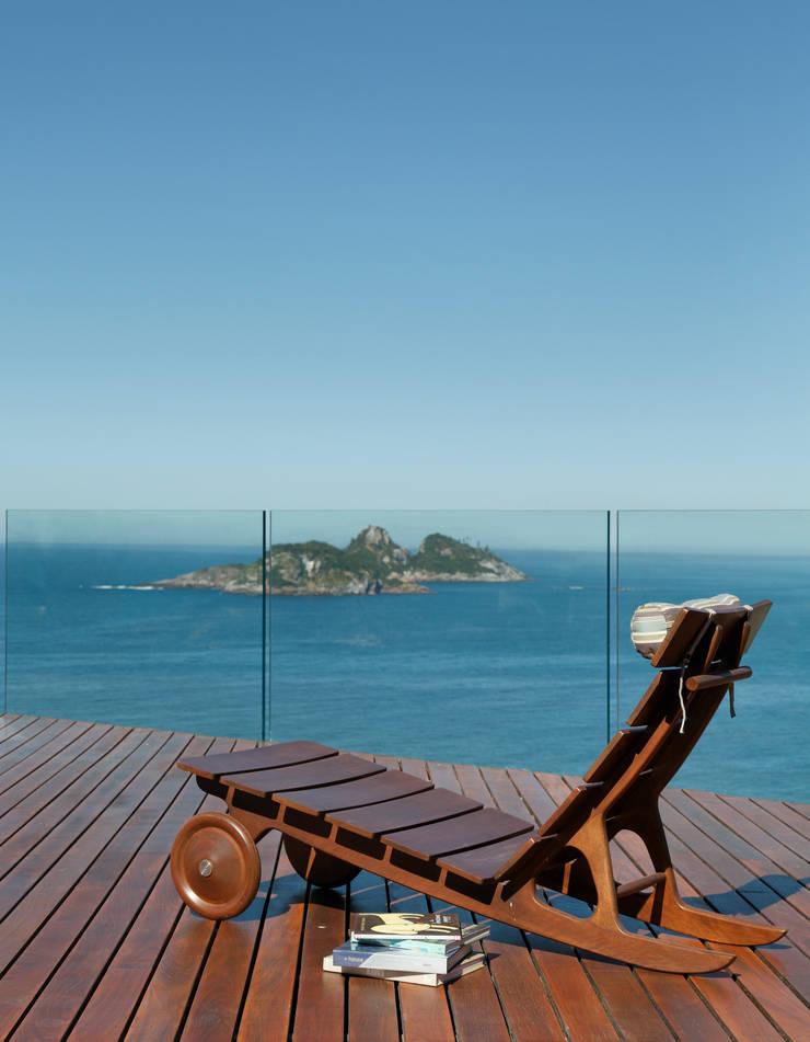 Vista terraço: Terraços  por House in Rio,