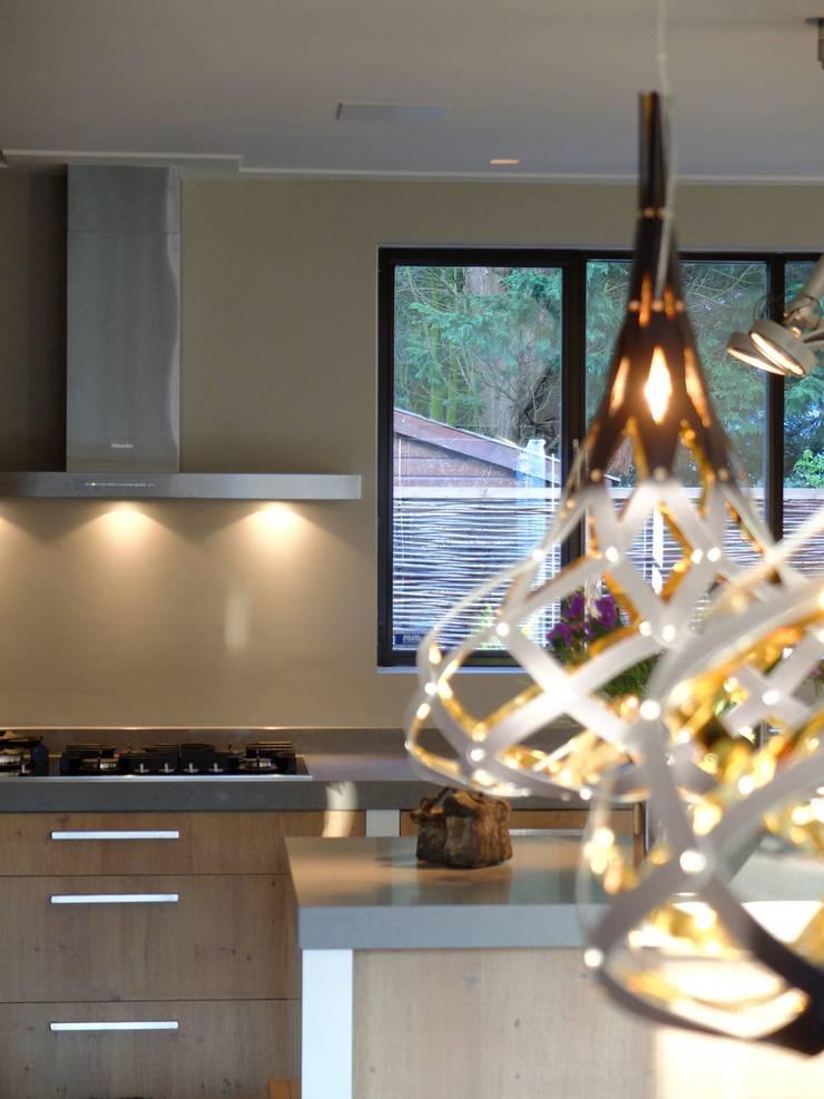 transformatie naar  een ingetogen luxe villa te Heiloo:  Binnenbeplanting door Heleen Rombout interieurarchitect BNI