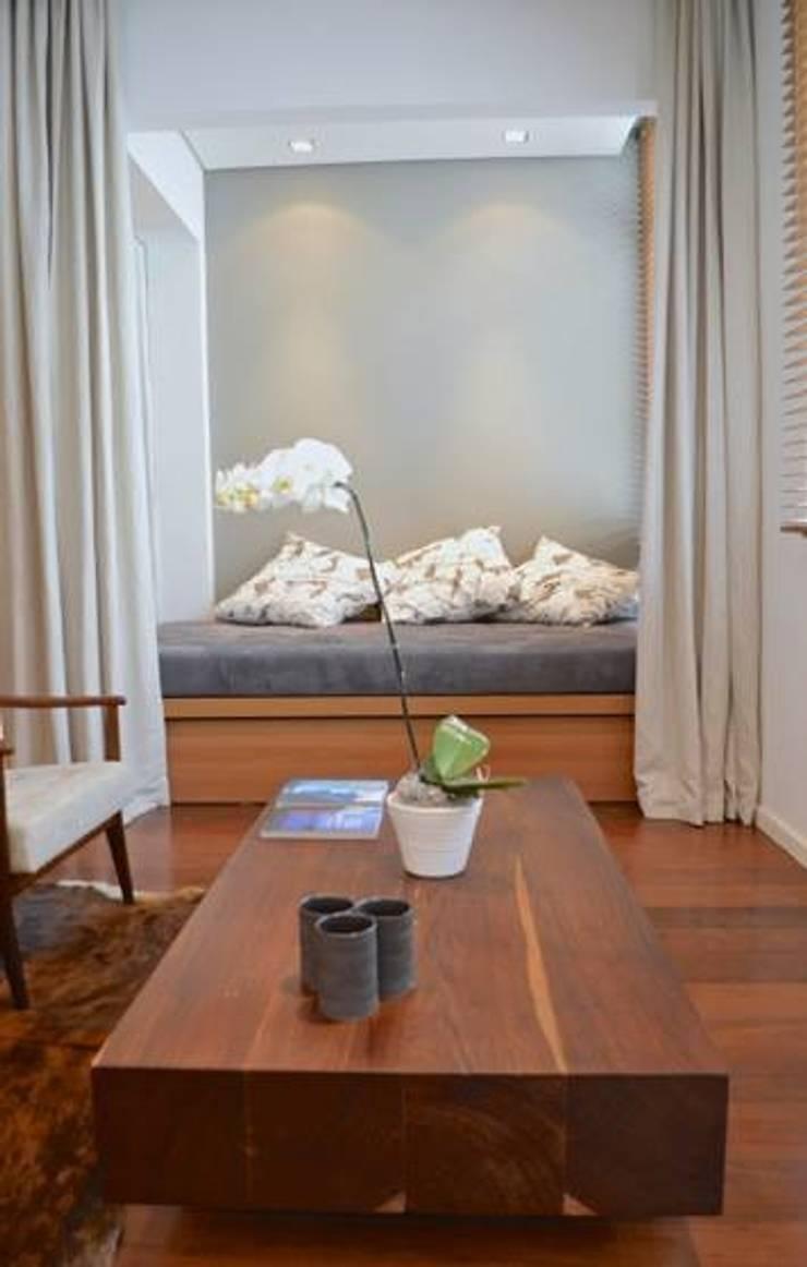 Estar: Salas de estar  por House in Rio
