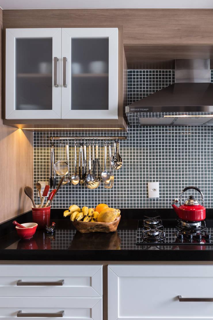 Apartamento Rio Branco: Cozinhas  por Braccini + Lima Arquitetura,