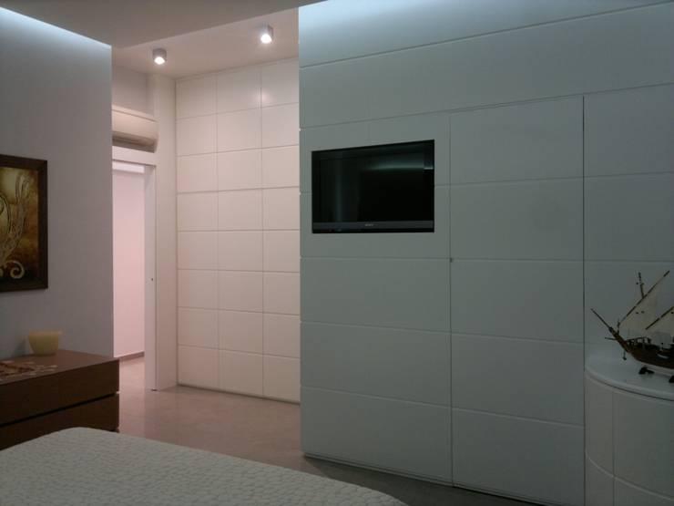 Quando lo spazio è prezioso…sensazioni di un Loft: Camera da letto in stile  di Architettura