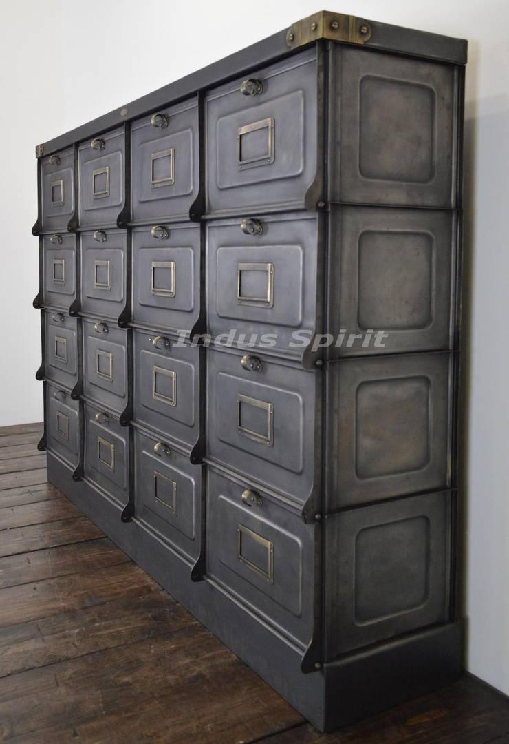 Restauration meuble clapet strafor 1930 par indus spirit homify - Restauration meuble industriel ...